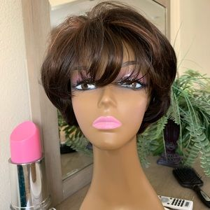 SHORT BROWN LAYERED HIGHLIGHTS FULL BODY WIG
